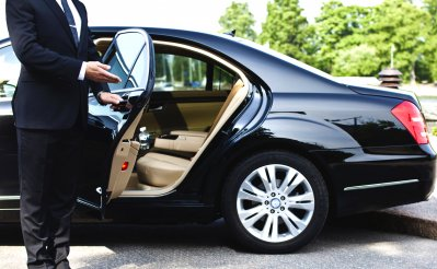 Why Hiring A Good Airport Limo Service Makes Sense